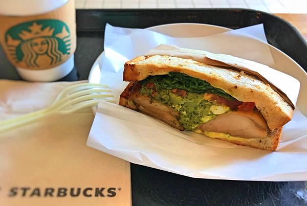 スターバックス「バジルチキントマトサンドイッチ」