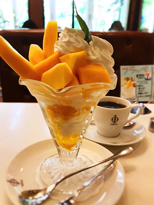イワタコーヒーのマンゴーパフェ