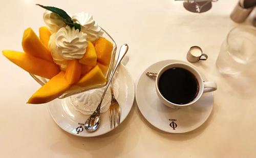 イワタコーヒーのマンゴーパフェとコーヒー