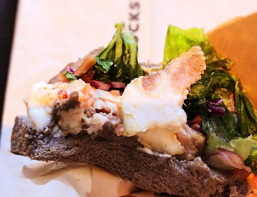 スタバ「ローストポーク&クリームチーズサンドイッチ」の脂身