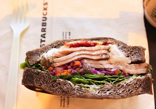 スターバックス「ローストポーク&クリームチーズサンドイッチ」