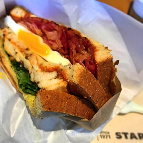 スターバックス「クラブハウスサンドイッチ」のアップ写真