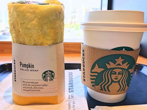 「サラダラップ パンプキン」とコーヒーショートサイズとの大きさ比較