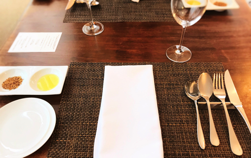 サラマンジェ ド ヨシノ ランチのテーブルセッテイング