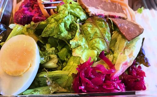 スタバデリボックス ローストビーフ&ビーツサラダの写真