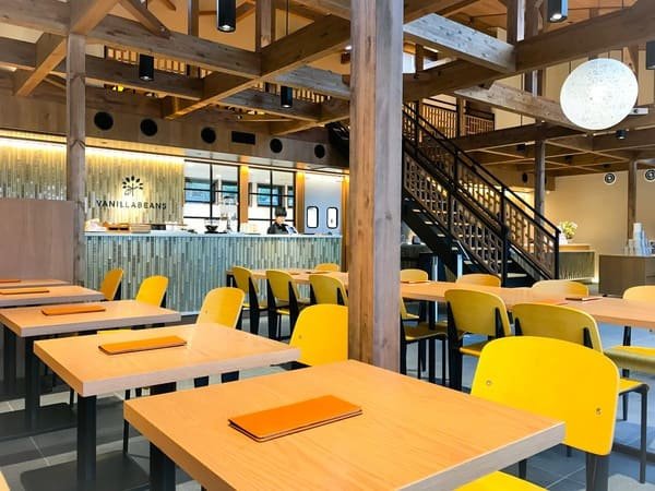 VANILLABEANS バニラビーンズ鎌倉店右手のカフェスペース