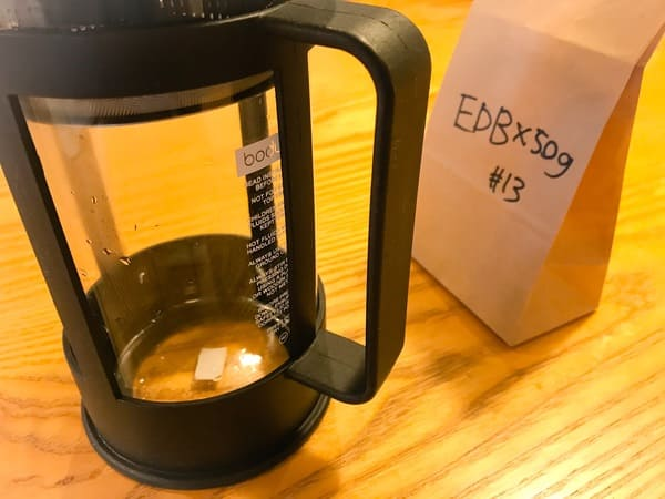 スタバ コーヒーセミナー 体験「おいしいいれ方」実際にいれてみる様子