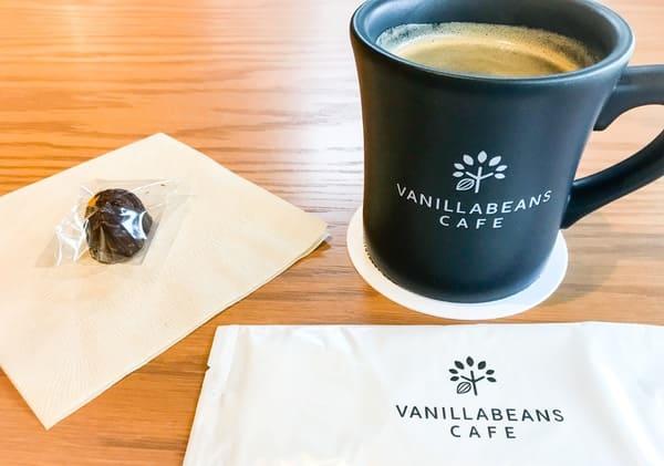 バニラビーンズ鎌倉店 オーガニックコーヒーとプチスイーツ(大仏チョコレート)
