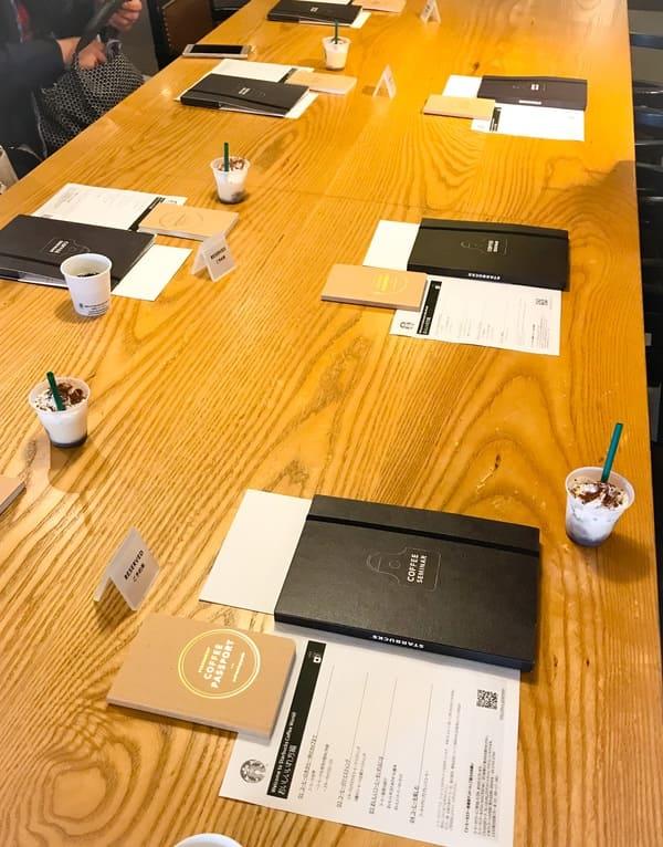スターバックス鎌倉店 コーヒーセミナー「おいしいいれ方編」のテーブルセッティングの写真