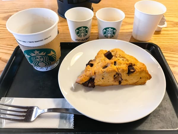 スタバ コーヒーセミナー 「おいしいいれ方編」フードとコーヒーのペアリングを楽しむ様子